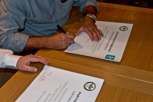 Unterzeichnung der Partnerschaftsurkunde/Signing the Partnership Charter - Bonsai Clube do Porto - Bonsaifreunde Franken e.V. - Mario Eusebio