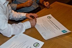 Unterzeichnung der Partnerschaftsurkunde/Signing the Partnership Charter - Bonsai Clube do Porto - Bonsaifreunde Franken e.V. - Guido Braun